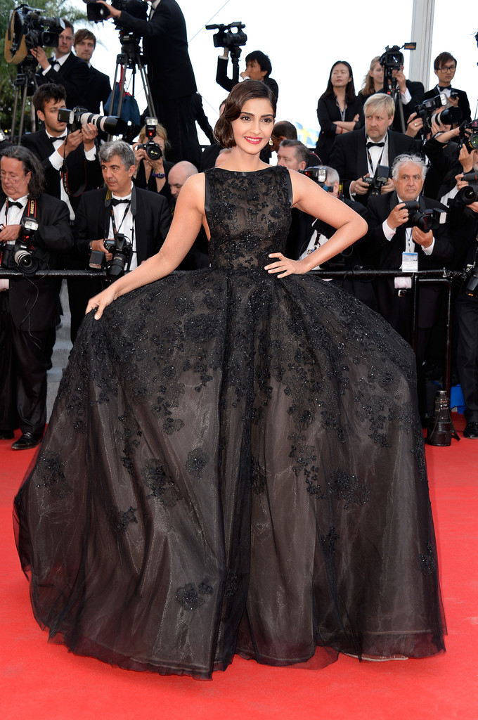 Sonam-Kapoor-in-Elie-Saab-Couture-The-Homesman-2014-Cannes-Film-Festival-Premiere1