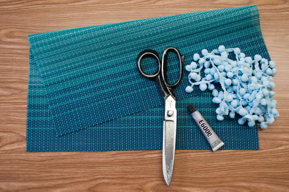 Materials for Pom Pom Fringe Placemat