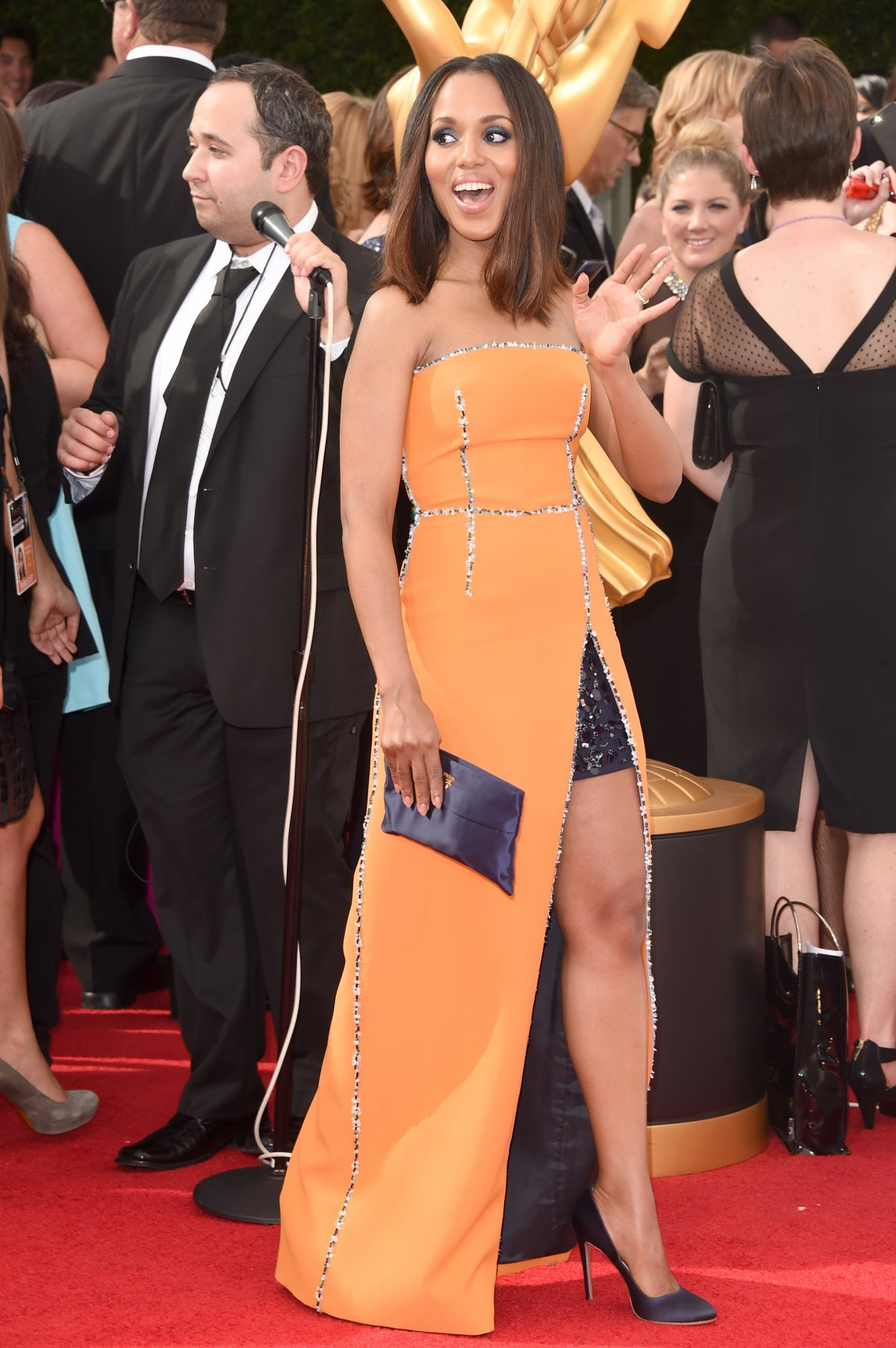 scandal-best-actress-nominee-kerry-washington-looking-radiant-in-prada
