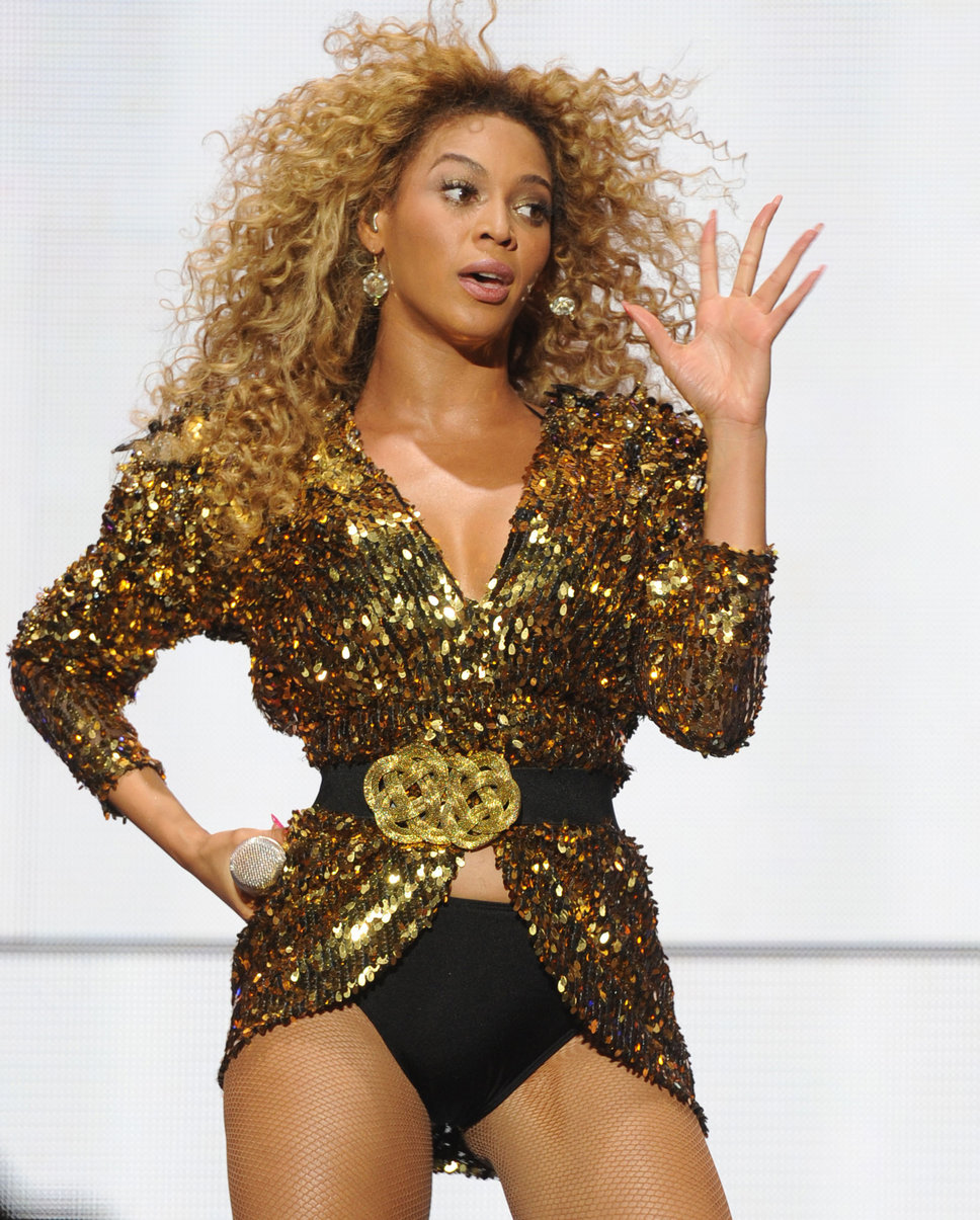 beyonce_black_belt_with_large