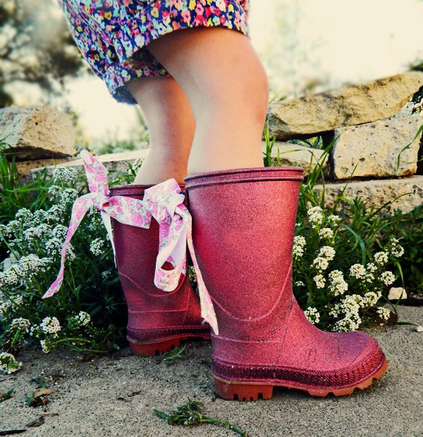 diy glitter rainboots kid how to 1