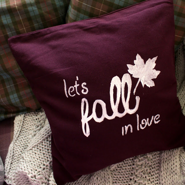 M&J Trimming - Fall Pillow