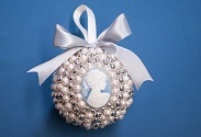 Our latest DIY: Baroque Pearl Ornament