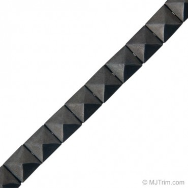 8MM IRON-ON PYRAMID NAILHEAD TRIM