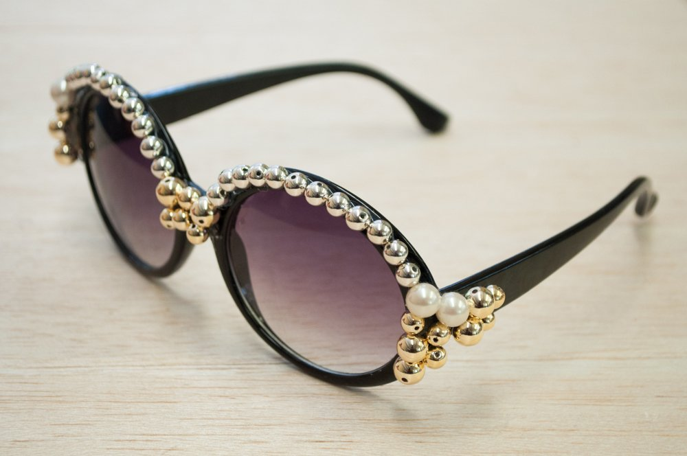 Sunglasses with Pearl Accents